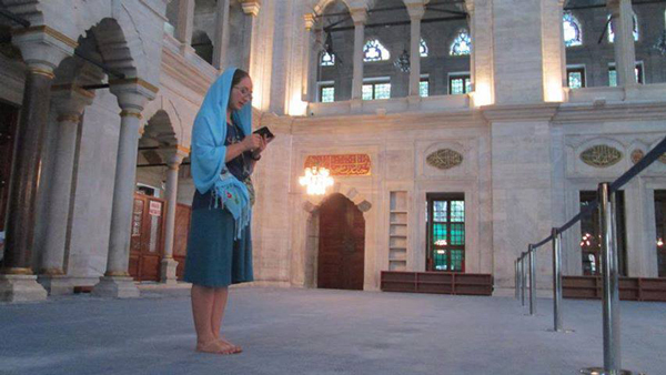 jewish-woman-in-mosque